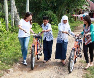 ING Orange Bike Untuk 984 Siswa SMP di Batang Kapas, Sumatera Barat, Indonesia
